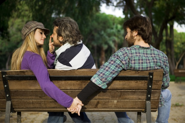 How to Date More than One Guy Successfully featured