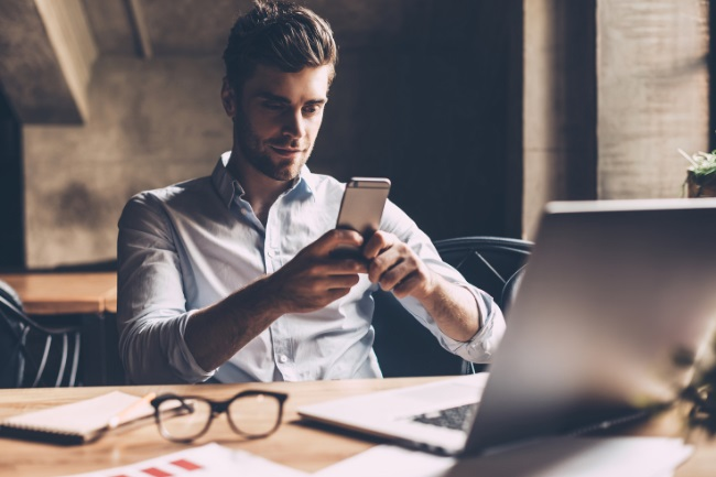 What to Text a Girl that is Ignoring You featured